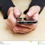 hands-smartphone-26270776-Robert Kneschke/Dreamstime
