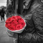 https://pixabay.com/en/holding-red-roses-romance-love-man-2344369/