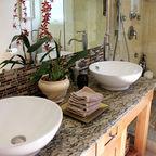""""""" Bath Simple Finished Bathroom,"""" GladyHi , CC BY-SA 3.0, https://en.wikipedia.org/wiki/Bath_Simple#/media/File:Bath_Simple_Finished_Bathroom.jpg"""