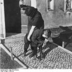 Bundesarchiv, Bild 183-R79742 / CC-BY-SA [CC BY-SA 3.0 de (http://creativecommons.org/licenses/by-sa/3.0/de/deed.en)], via Wikimedia Commons