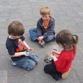Children marbles/Wikimedia