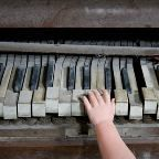 http://www.scaryforkids.com/old-piano/