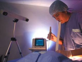 Sighted surgeons gain enhanced spatial control when operating in tight areas
